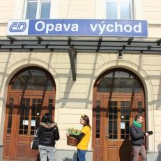 Radost v ulicích - nádraží Opava východ